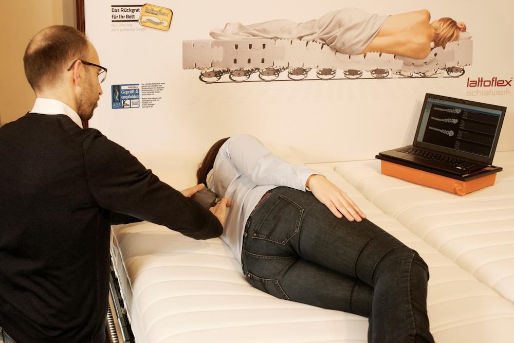 Entspannt schlafen in der Seitenlage ohne dass die Schulter drückt